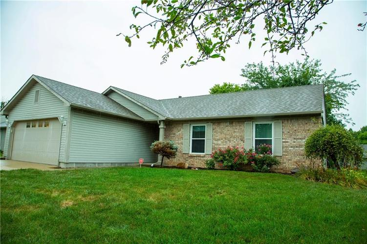 6140 S CARRIE Place Indianapolis, IN 46237   MLS 21662619   photo 2