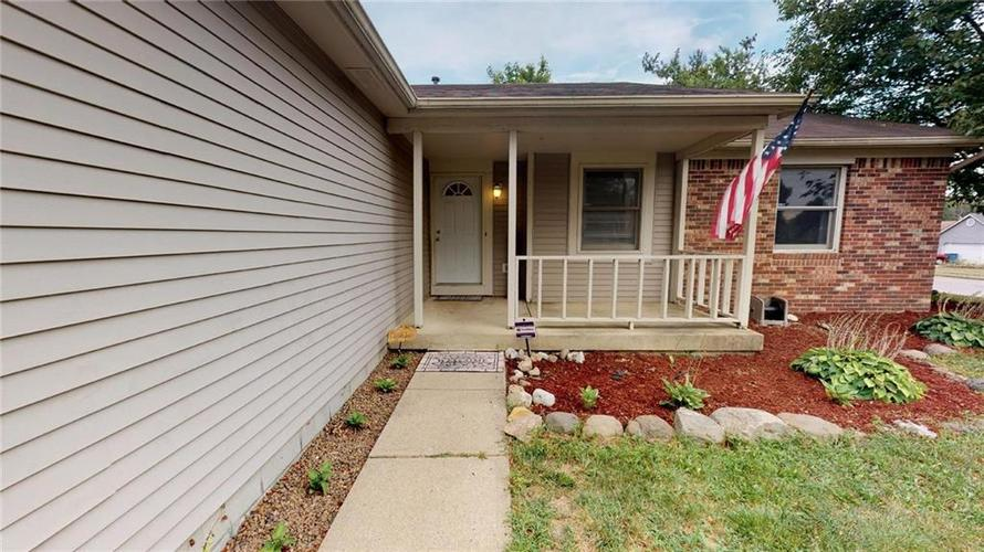 6011 Mcclellan Court Indianapolis, IN 46254 | MLS 21662642 | photo 2