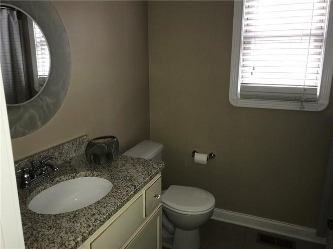 1923 St James Place Columbus, IN 47201 | MLS 21662675 | photo 11