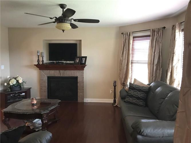 1923 St James Place Columbus, IN 47201 | MLS 21662675 | photo 5