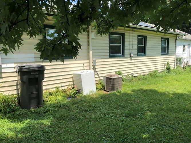 1827 W Wilcox Street Indianapolis, IN 46222 | MLS 21662721 | photo 4