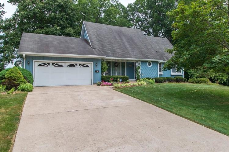 1236 OAKLAND Drive Anderson, IN 46012 | MLS 21662771 | photo 2