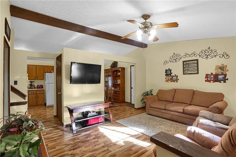 144 Plymouth Rock Court Greenwood, IN 46142   MLS 21662904   photo 3