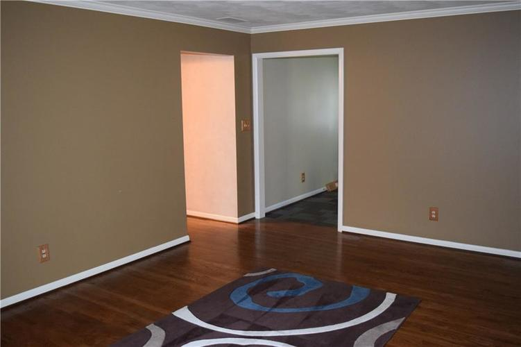 421 Ashford Court Indianapolis, IN 46214 | MLS 21662928 | photo 10