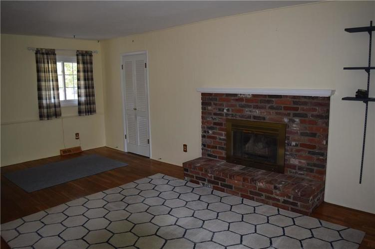 421 Ashford Court Indianapolis, IN 46214 | MLS 21662928 | photo 4