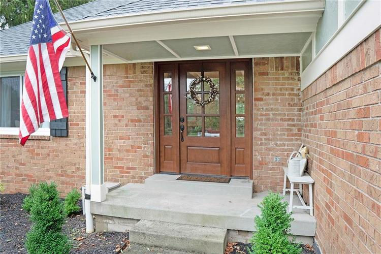 125 Governors Lane Zionsville, IN 46077 | MLS 21663008 | photo 2