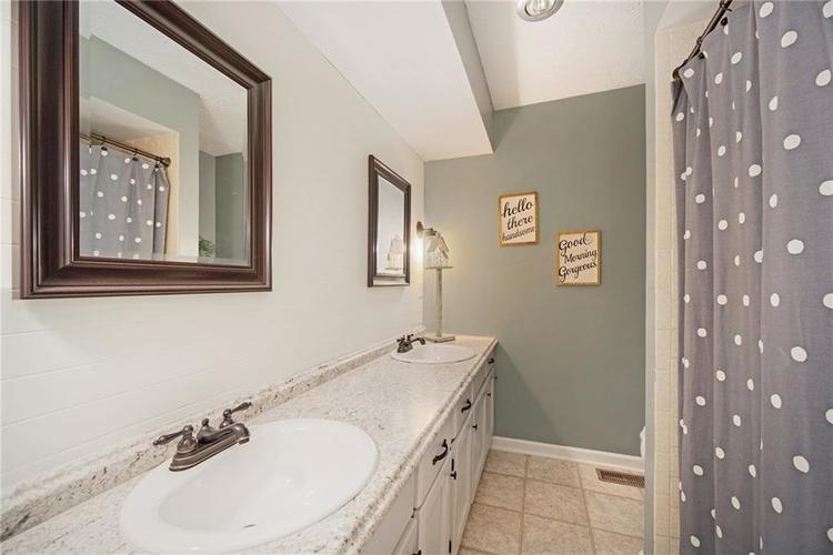 125 Governors Lane Zionsville, IN 46077 | MLS 21663008 | photo 21