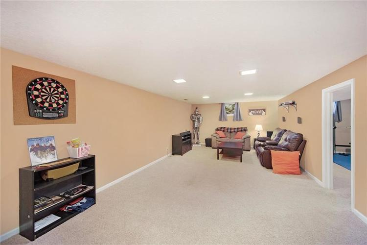 125 Governors Lane Zionsville, IN 46077 | MLS 21663008 | photo 22