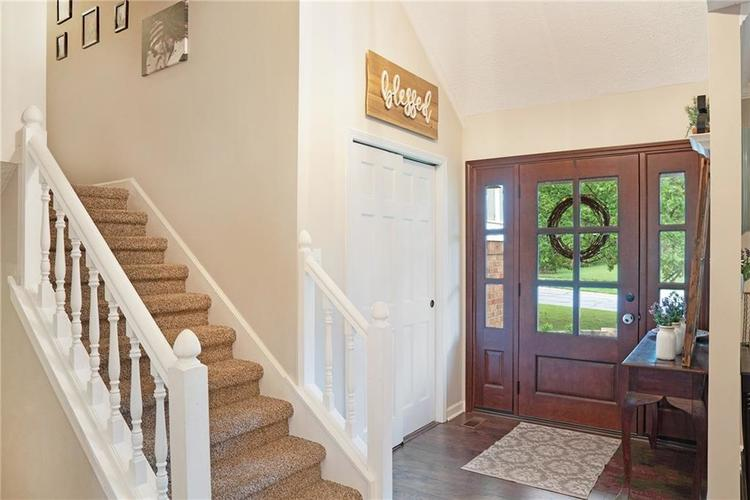 125 Governors Lane Zionsville, IN 46077 | MLS 21663008 | photo 3