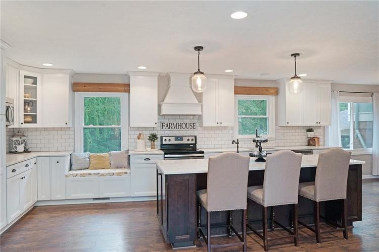 125 Governors Lane Zionsville, IN 46077 | MLS 21663008 | photo 7
