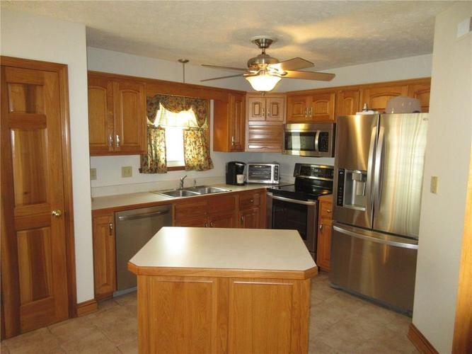 000 Confidential Ave.Greenwood, IN 46142   MLS 21663015   photo 3