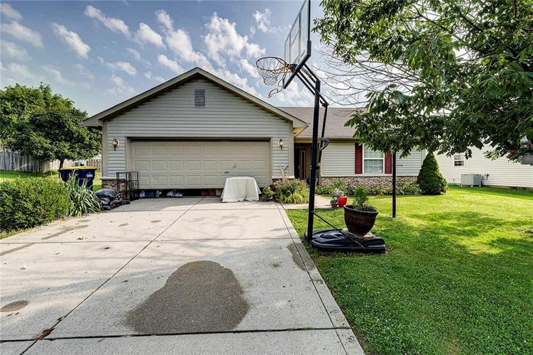 133  Brixton Woods West Drive Pittsboro, IN 46167 | MLS 21663039