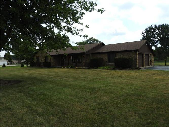 6405 W Mills Road Indianapolis, IN 46221 | MLS 21663281 | photo 2