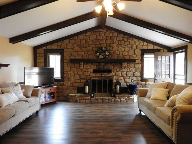 6405 W Mills Road Indianapolis, IN 46221 | MLS 21663281 | photo 6