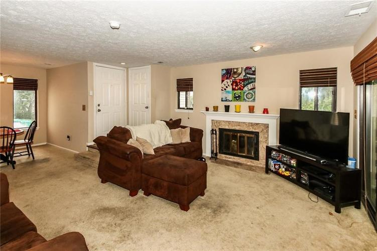 2999 EAGLES CREST Circle #2999-B Indianapolis, IN 46214 | MLS 21663283 | photo 3