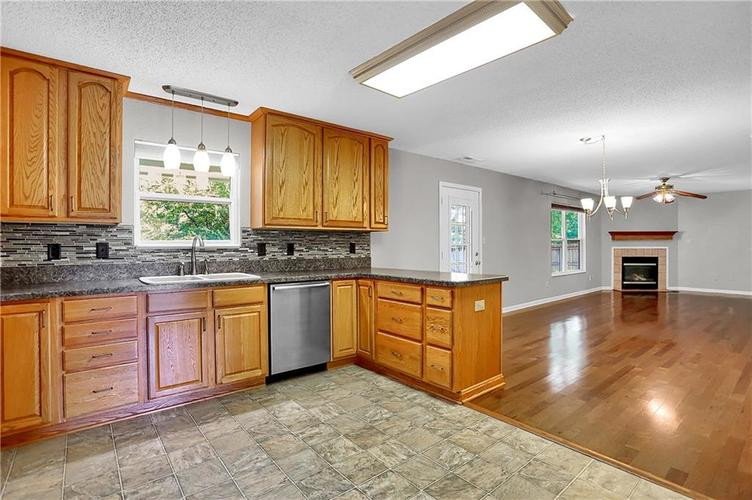 6003 Timberland Way Indianapolis, IN 46221   MLS 21663298   photo 11