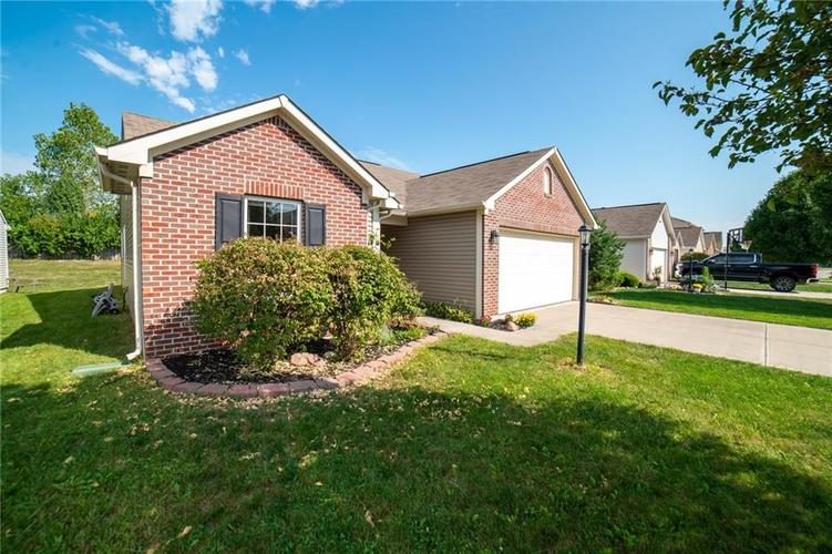 11076 COOL WINDS WAY Fishers, IN 46037   MLS 21663367   photo 2