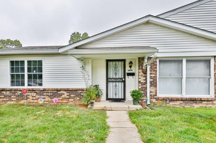 6836 Georgetown Road Indianapolis IN 46268 | MLS 21663716 | photo 1