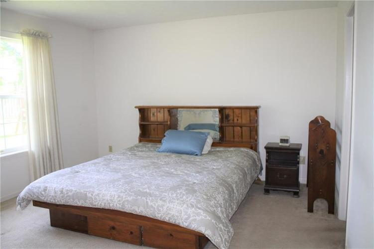 8446 Country Meadows Drive Indianapolis, IN 46234 | MLS 21663834 | photo 11