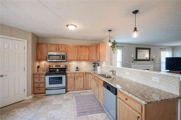 7232 Fields Way Indianapolis, IN 46239 | MLS 21663877 | photo 12