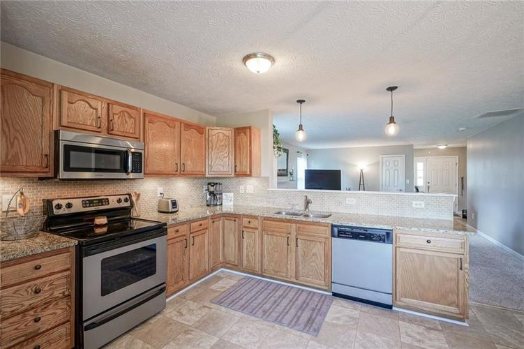 7232 Fields Way Indianapolis, IN 46239 | MLS 21663877 | photo 13
