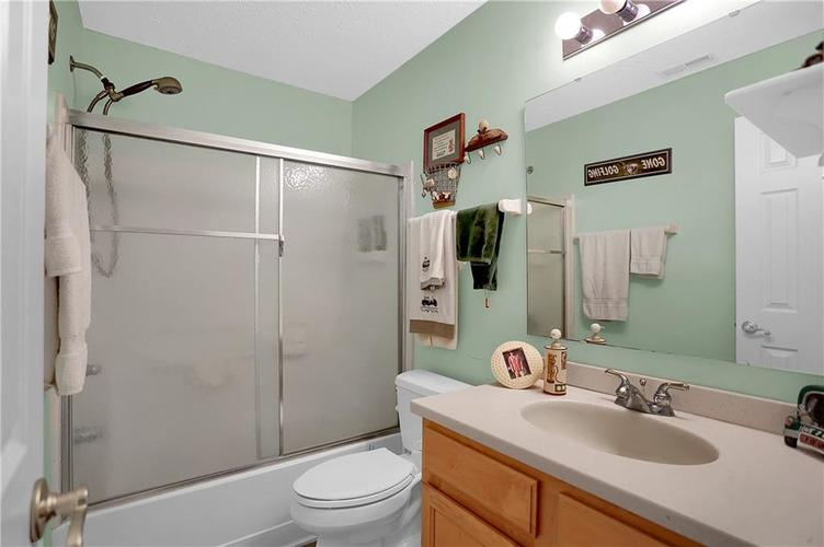 7310 OAK KNOLL Drive Indianapolis, IN 46217 | MLS 21663993 | photo 14