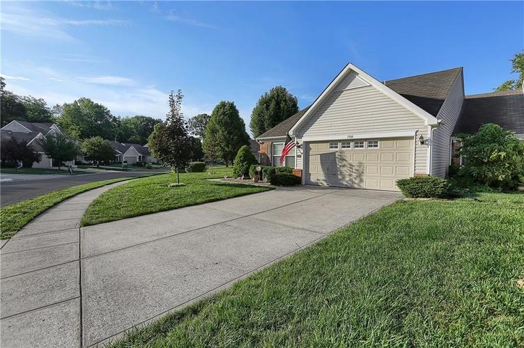 7310 OAK KNOLL Drive Indianapolis, IN 46217 | MLS 21663993 | photo 3