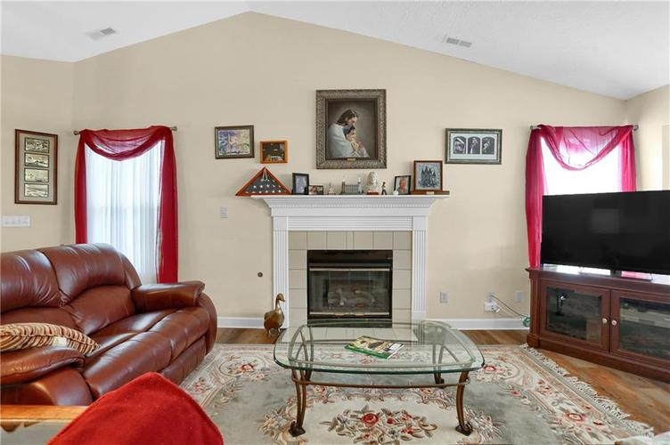 7310 OAK KNOLL Drive Indianapolis, IN 46217 | MLS 21663993 | photo 6