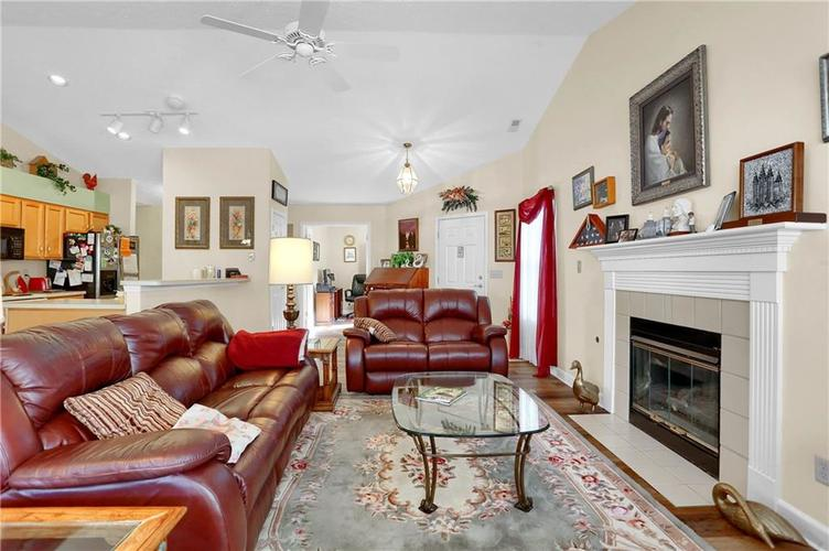 7310 OAK KNOLL Drive Indianapolis, IN 46217 | MLS 21663993 | photo 7