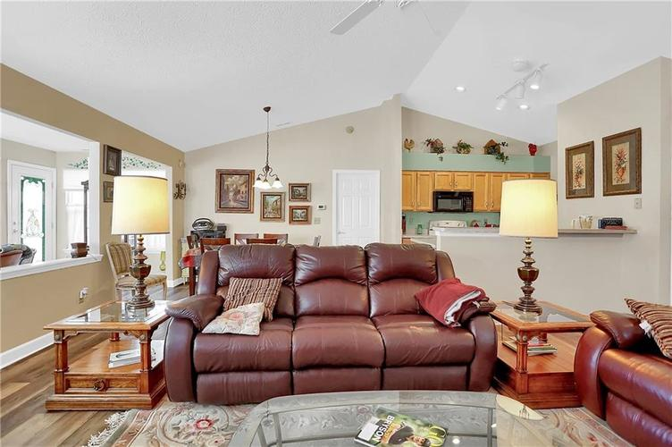 7310 OAK KNOLL Drive Indianapolis, IN 46217 | MLS 21663993 | photo 9