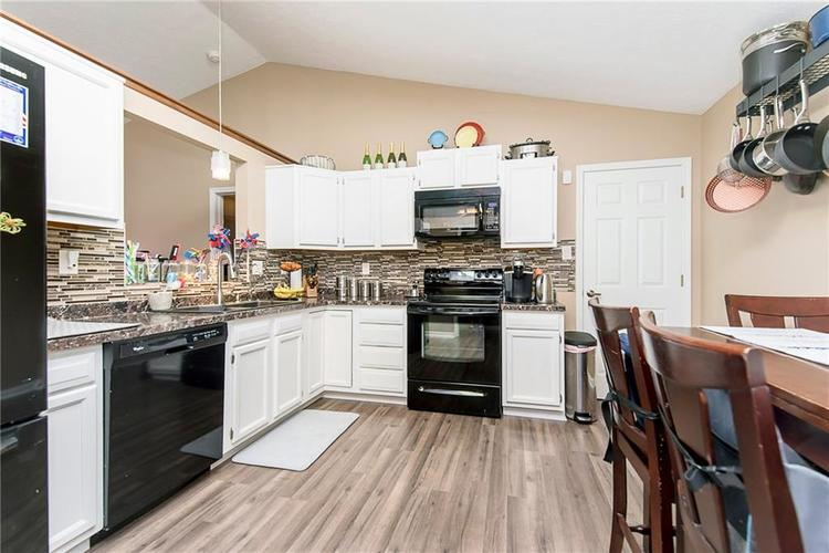 5497 Pine Hill Drive Noblesville, IN 46062 | MLS 21664064 | photo 3