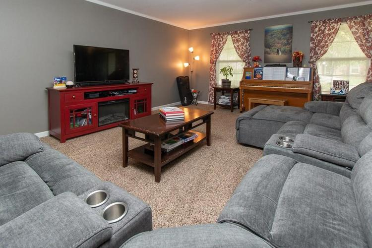 1652 Turning Leaf Drive Franklin, IN 46131   MLS 21664231   photo 2