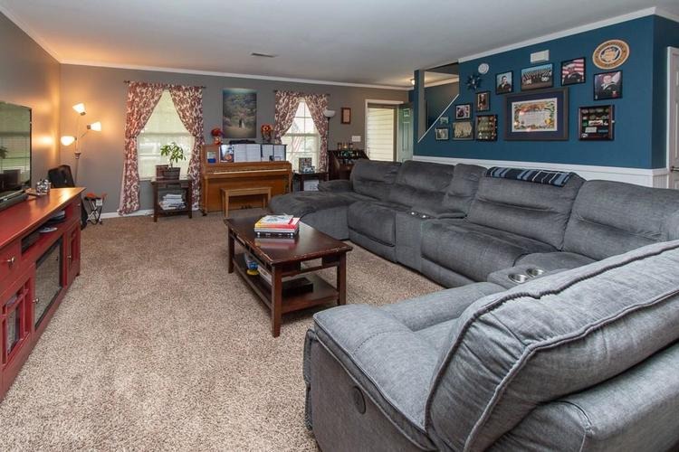 1652 Turning Leaf Drive Franklin, IN 46131   MLS 21664231   photo 3