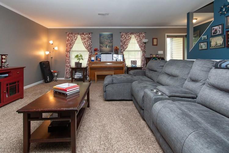 1652 Turning Leaf Drive Franklin, IN 46131   MLS 21664231   photo 4