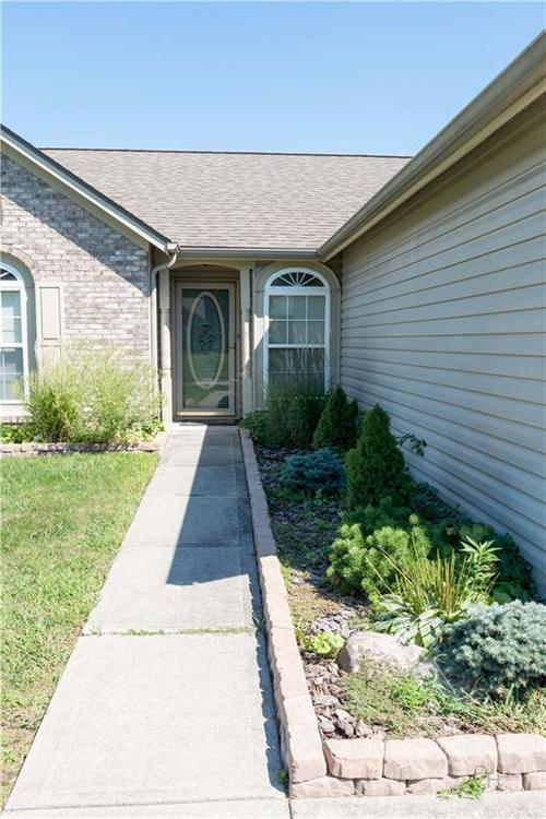 2423 Canvasback Drive Indianapolis, IN 46234 | MLS 21664255 | photo 3