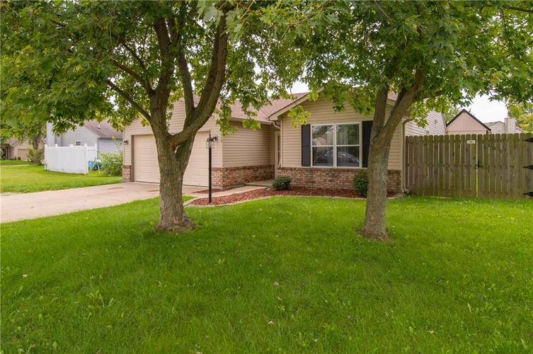 1509 COTTONWOOD Drive Franklin, IN 46131   MLS 21664556   photo 3