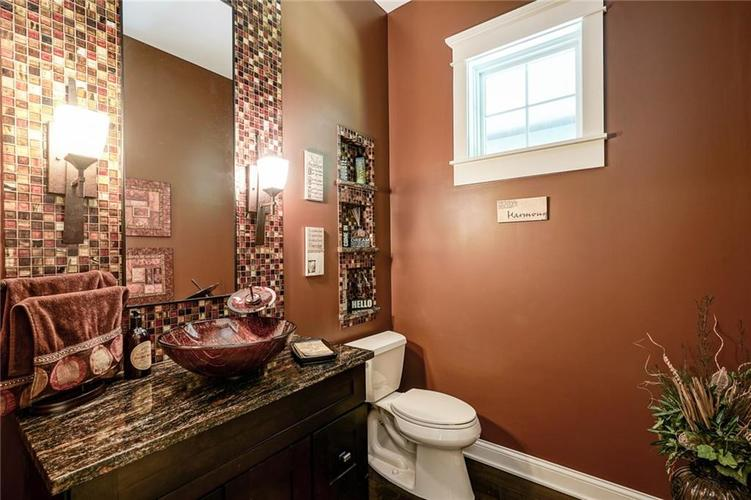7955 Oak Hill Drive Indianapolis, IN 46250 | MLS 21664665 | photo 18