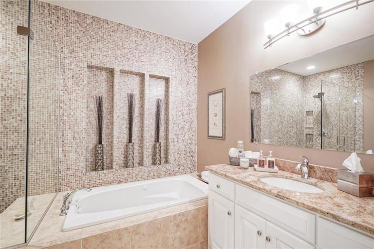 7955 Oak Hill Drive Indianapolis, IN 46250 | MLS 21664665 | photo 29