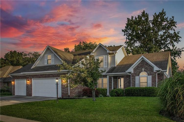 7935 Meadow Bend Drive Indianapolis IN 46259 | MLS 21664843 | photo 1