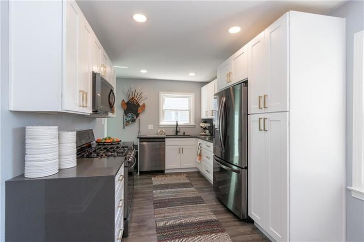 2434 NORTHVIEW Avenue Indianapolis, IN 46220 | MLS 21665072 | photo 14