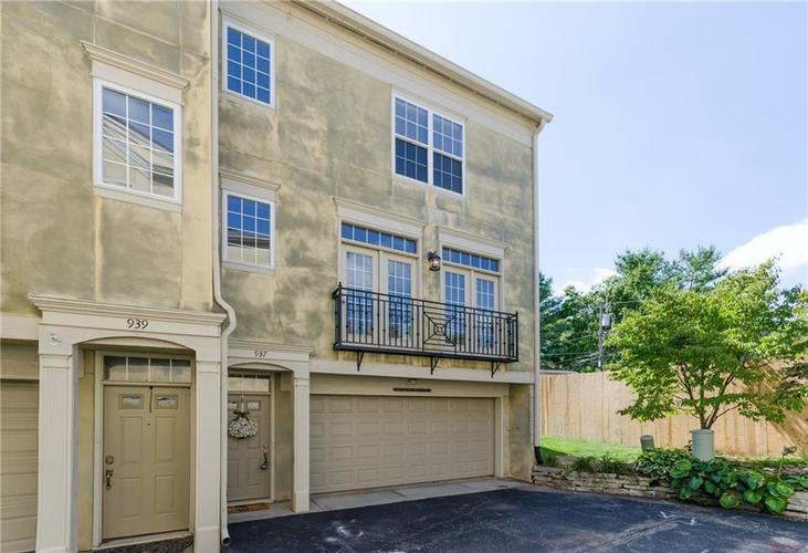 937 Junction Place #937 Indianapolis, IN 46220 | MLS 21665110 | photo 1