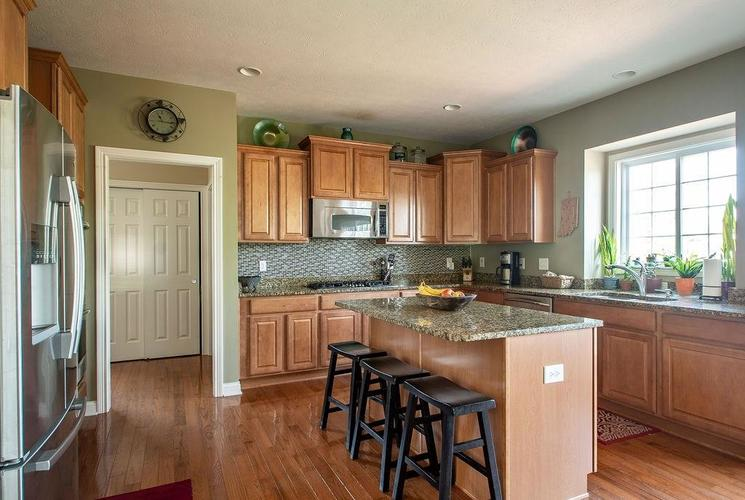 8900 Spring Violet Place Zionsville, IN 46077 | MLS 21665232 | photo 11
