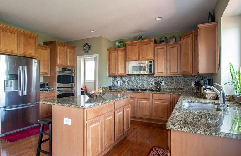 8900 Spring Violet Place Zionsville, IN 46077 | MLS 21665232 | photo 12