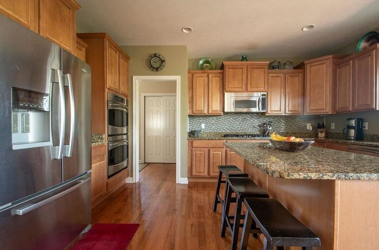 8900 Spring Violet Place Zionsville, IN 46077 | MLS 21665232 | photo 14