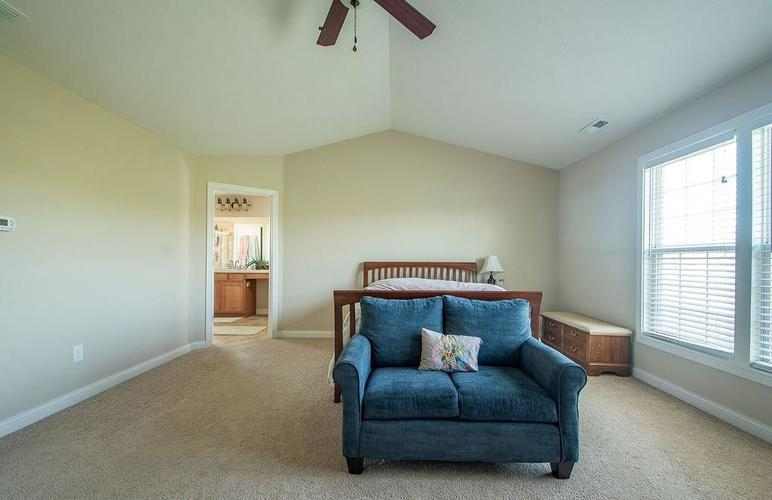 8900 Spring Violet Place Zionsville, IN 46077 | MLS 21665232 | photo 21