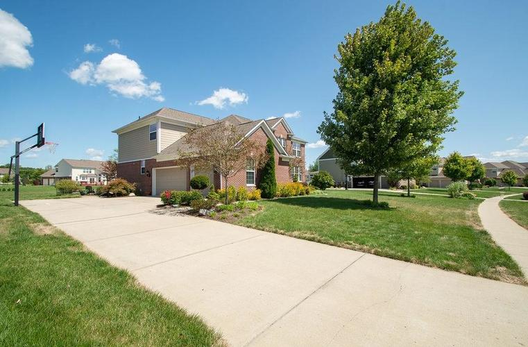 8900 Spring Violet Place Zionsville, IN 46077 | MLS 21665232 | photo 42