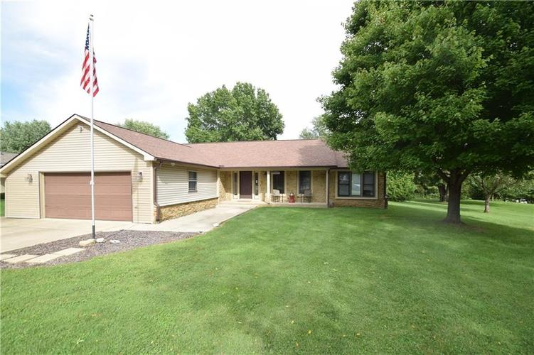 206 Circle Drive New Market, IN 47965 | MLS 21665294 | photo 1