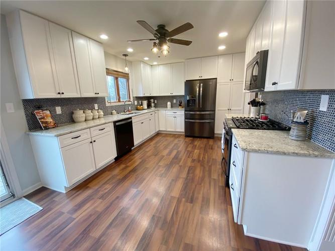 868 W MICHAELS Court Fountaintown, IN 46130   MLS 21665322   photo 3