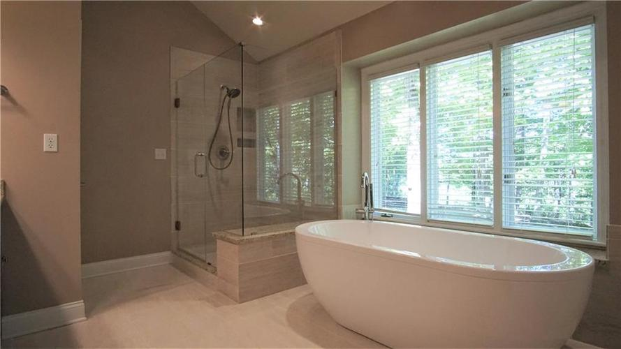 8244 Twin Pointe Circle Indianapolis, IN 46236 | MLS 21665441 | photo 17