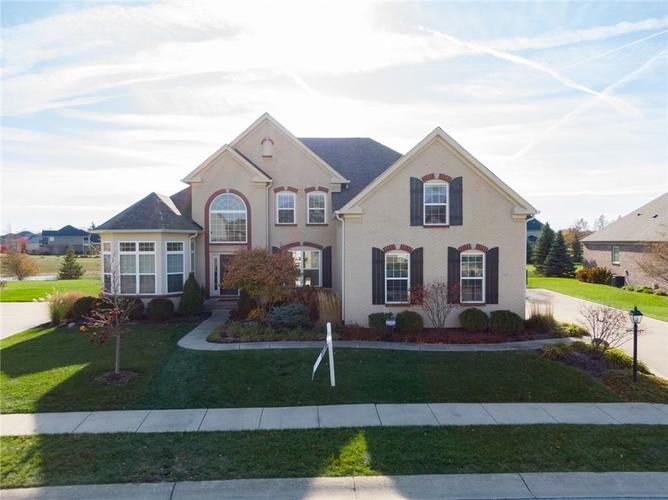 2817 E High Grove Circle Zionsville, IN 46077 | MLS 21665488 | photo 1